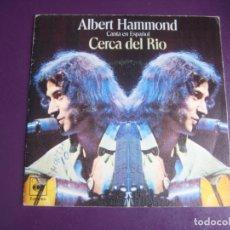 Discos de vinilo: ALBERT HAMMOND – CANTA EN ESPAÑOL CERCA DEL RIO +1 - SG CBS 1975 - FOLK POP MELODICA 70'S. Lote 214429738
