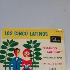 Discos de vinilo: DISCO DE VINILO SINGLES DE LOS CINCO LATINOS-ESTANDO CONTIGO-LAS HOJAS VERDES-. Lote 214515553