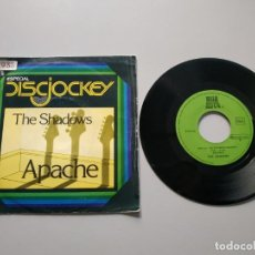 Disques de vinyle: 0820- THE SHADOWS APACHE ES 1977 VIN 7 SINGLE POR G DIS VG+. Lote 214895260
