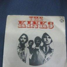Discos de vinilo: THE KINKS. DIAS - ELLA LO TIENE TODO. HISPAVOX 1968. Lote 214979103