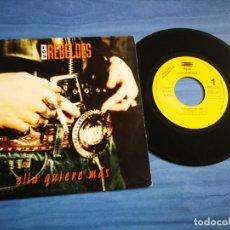 Discos de vinilo: LOS REBELDES ELLA QUIERE MAS SINGLE DE VINILO PROMOCIONAL CARLOS SEGARRA AÑO 1993 CONTIENE 1 TEMA. Lote 204084307