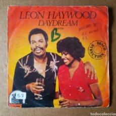 Discos de vinilo: SINGLE VINILO LEON HAYWOOD: DAYDREAM (20TH CENTURY FOX, 1980).. Lote 215395836