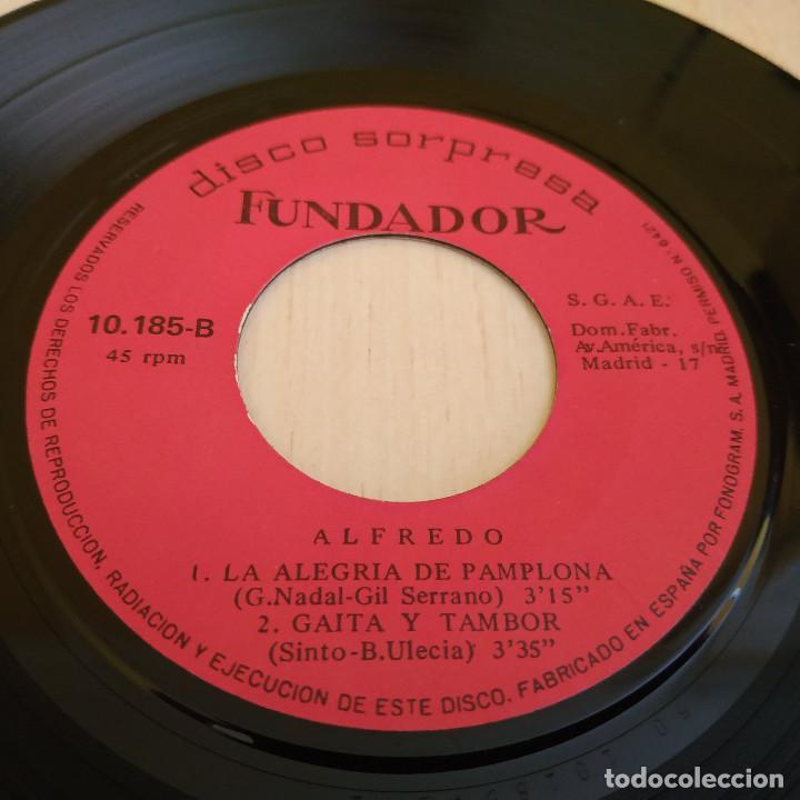 Discos de vinilo: ALFREDO - MI TIERRA GALLEGA / LA ALEGRIA DE PAMPLONA + 2 - EP FUNDADOR DEL AÑO 1969 MUY BUEN ESTADO - Foto 3 - 215444153