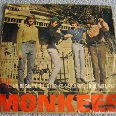 Discos de vinilo: THE MONKEES - UN BOCADITO TU, OTRO YO - SINGLE. Lote 216476836