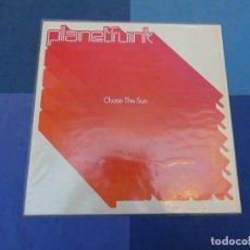 Disques de vinyle: EXPRO MAXISINGLE DEL 2001 PLANET FUNK CHASE THE SUN MUY BUEN ESTADO. Lote 216842946