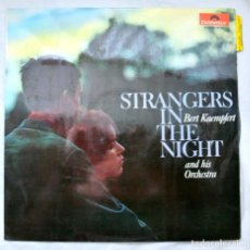 Discos de vinilo: BERT KAEMPFERT AND THE ORCHESTA, STRANGERS IN THE NIGHT, DISCO VINILO LP, POLIDOR , 1966. Lote 217241443