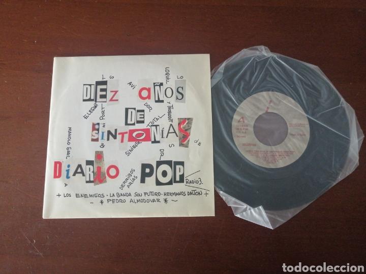 Discos de vinilo: EP + PÓSTER RAREZA DIEZ AÑOS DE SINTONÍA DIARIO POP ESTO NO ES HAWAII LOQUILLO ALASKA RADIO FUTURA - Foto 8 - 217357873