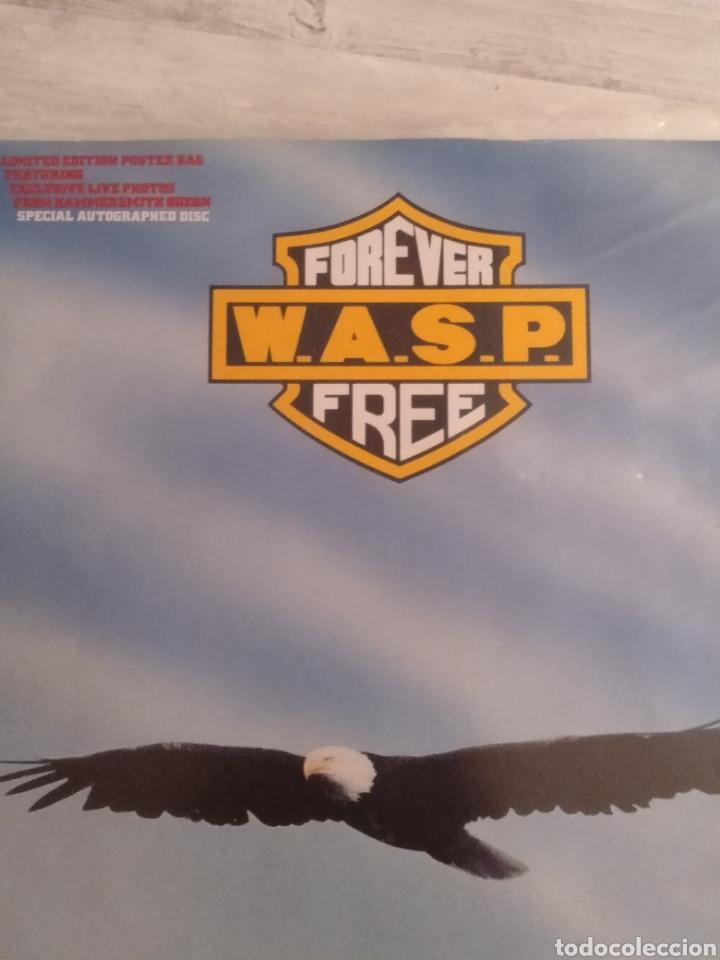 """WASP """" FOREVER FREE """"MAXI SINGLE 12"""" EDICIÓN LIMITADA U.K. CON POSTER DESPLEGABLE Y VINILO FIRMADO . (Música - Discos de Vinilo - Maxi Singles - Heavy - Metal)"""
