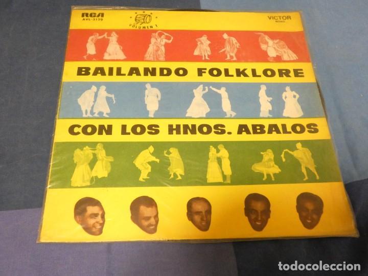 EXPRO LP BAILANDO FOLKLORE CON LOS HERMANOS ABALOS URUGUAY CA 1966 ESTADO DECENTE (Música - Discos - LP Vinilo - Pop - Rock - Extranjero de los 70)
