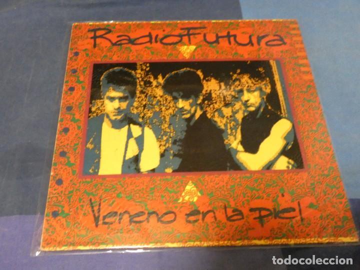 EXPRO LP 1987 RADIOFUTURA VENENO EN LA PIEL ESTADO CORRECTO (Música - Discos - LP Vinilo - Pop - Rock - Extranjero de los 70)