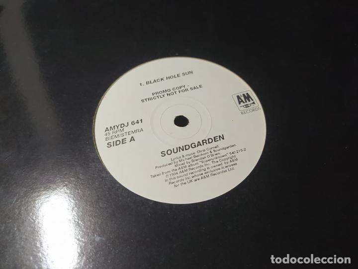 LP - SOUNDGARDEN – BLACK HOLE SUN - AMYDJ 641 - PROMO ( VG+ / GENERIC) UK 1994 ** (Música - Discos - LP Vinilo - Heavy - Metal)