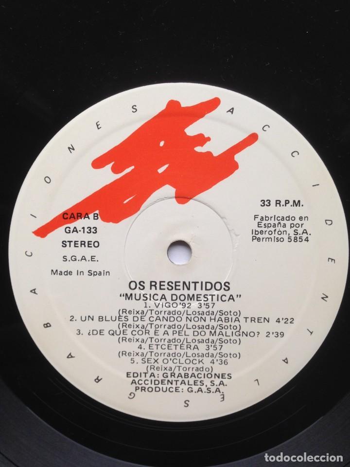 Discos de vinilo: Os Resentidos - Música doméstica. LP. Grabaciones Accidentales. Edición española. - Foto 5 - 217959212