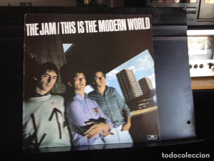 THE JAM - THIS IS THE MODERN WORLD (ROCK, MOD, PUNK) LP MADE IN SPAIN REISSUE 1984. NM - NM (Música - Discos - LP Vinilo - Punk - Hard Core)