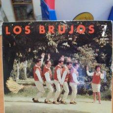 Discos de vinilo: LOS BRUJOS. PERMITIDME SEÑORITA/ LA PACHANGA DEL COLEGIO. EP SPAIN 1962. Lote 218036458