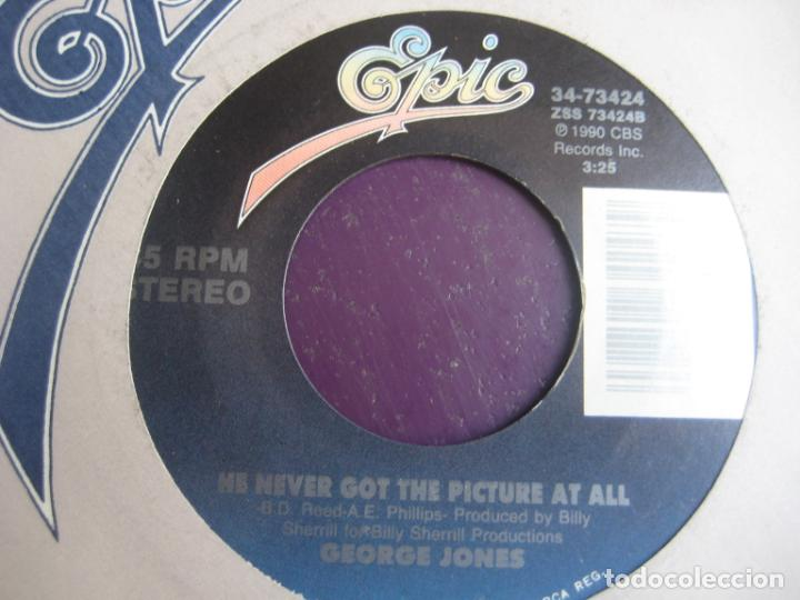 Discos de vinilo: George Jones - Six Foot Deep,Six Foot Down /He Never Got The Picture At All - Sg EPIC 1990 - COUNTRY - Foto 2 - 218140720