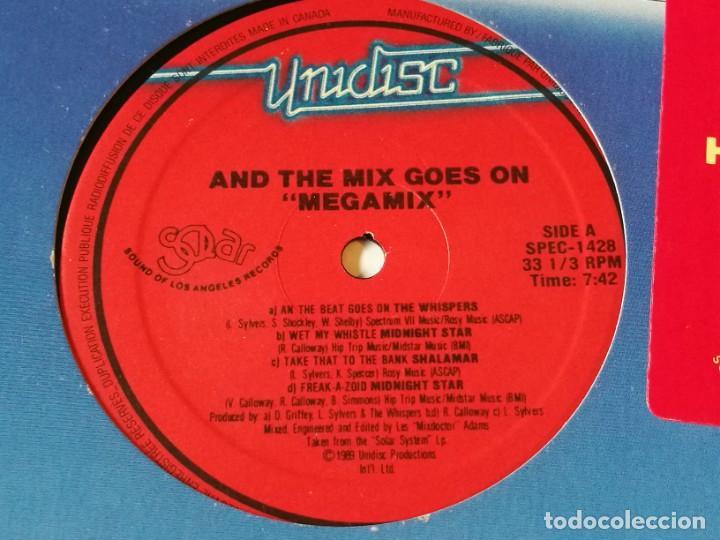 Discos de vinilo: Various - And The Mix Goes On Megamix - 1989 - Foto 2 - 218250081