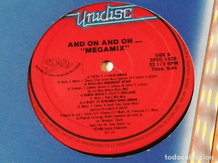 Discos de vinilo: Various - And The Mix Goes On Megamix - 1989 - Foto 3 - 218250081
