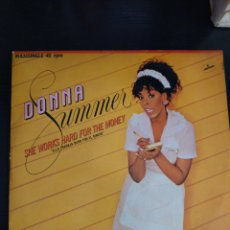 Discos de vinilo: DONNA SUMMER SHE WORKS HARD FOR THE MONEY. Lote 218570447