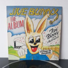 Discos de vinilo: JIVE BUNNY & THE MASTERMIXERS. THE ALBUM. 1989. BOY RECORDS. Lote 218669347