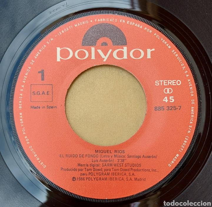 Discos de vinilo: Single Miguel Ríos- el ruido de fondo - Foto 3 - 218732213
