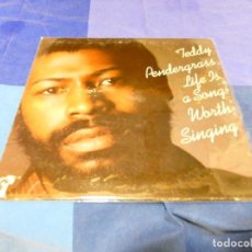 Discos de vinilo: CAJJ 81 LP FUNK SOUL USA 1978 TEDDY PÈNDERGRASS LIFE IS A SONG WORTH SIGNING BUEN ESTADO. Lote 218832892