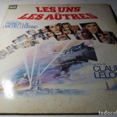 Discos de vinilo: LP - LES UNS ET LES AUTRES ( BSO) - CARPETA - PL 37512 - 2LP (VG+ / VG) FRANCE 1981. Lote 218980868
