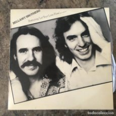 """Discos de vinilo: BELLAMY BROTHERS - FEATURING """"LET YOUR LOVE FLOW"""" (AND OTHERS) .LP . 1975 WARNER. Lote 219082312"""