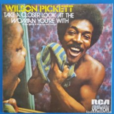 Discos de vinilo: SINGLE / WILSON PICKETT, TAKE A CLOSER LOOK AT THE WOMAN YOU'RE WITH, RCA VICTOR ?– APBO-9072, 1973. Lote 219489278