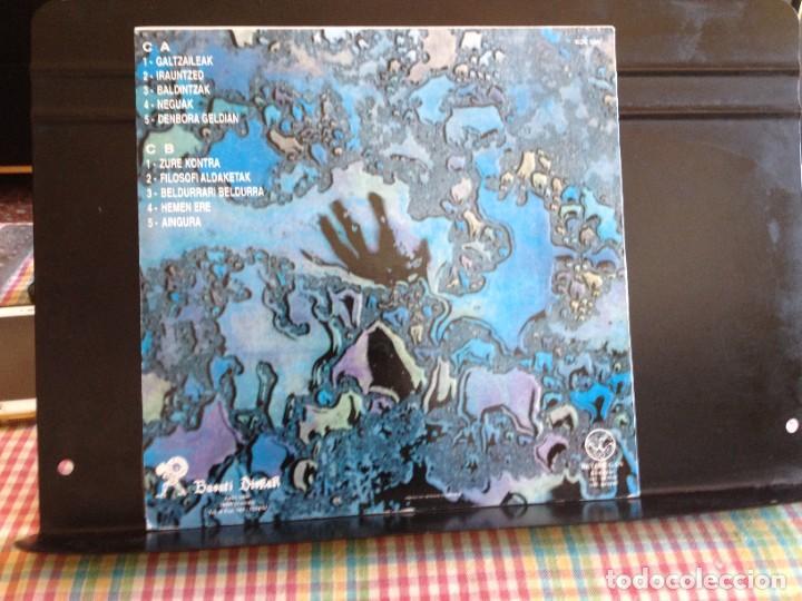 Discos de vinilo: BETI MUGAN - OREKA DESOREKAN (ROCK, PUNK ROCK) / ALBUM VINYL LP MADE IN SPAIN1991 NM - M - Foto 3 - 220074366