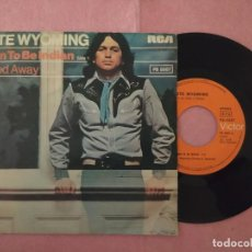 "Discos de vinilo: 7"" PETE WYOMING BENDER – BORN TO BE INDIAN - RCA VICTOR PB-5587 - PORTUGAL PRESS (VG++/VG++). Lote 220941720"