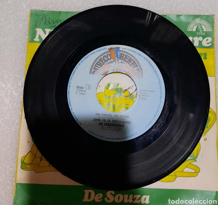 Discos de vinilo: John en de Hofzangers en Zangeressen / Johnny Boys- Nie Knieze, Nie Zeure / De Souza - Foto 2 - 220997240