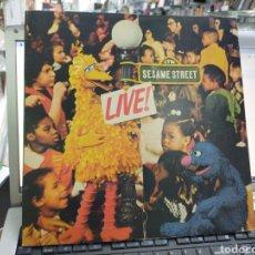Discos de vinilo: SESAME STREET LIVE! LP U.S.A 1973 CARPETA ABIERTA EN TRÍPTICO. Lote 221112351