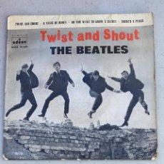 Discos de vinilo: DISCO DE VINILO THE BEATLES TWIST AND SHOUT - DO YOU WANT TO KNOW A SECRET ODEON. Lote 221499140