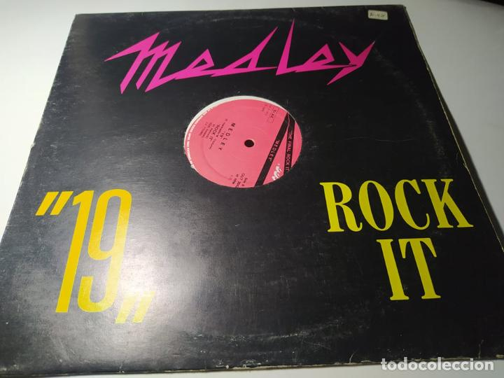 "MAXI - J.J. YOUNG ?– MEDLEY ""19"" ""ROCK IT"" - OUT 3042 ( VG+ / VG+) ITALY 1985 ( TEMAZZOOOOOOOOO) (Música - Discos de Vinilo - Maxi Singles - Disco y Dance)"