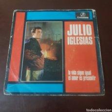 Discos de vinilo: JULIO IGLESIAS - LA VIDA SIGUE IGUAL. Lote 221611190