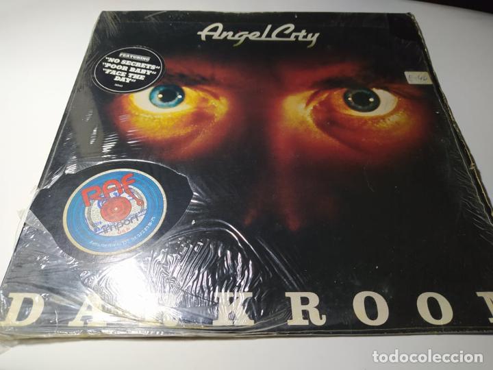 LP - ANGEL CITY ?– DARKROOM - JE 36543 ( VG+/ VG+) US 1980 (Música - Discos - LP Vinilo - Heavy - Metal)