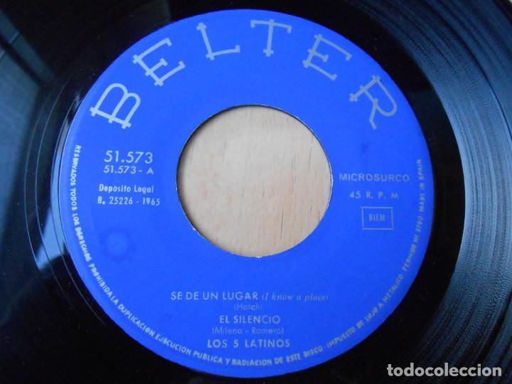 Discos de vinilo: 5 LATINOS. LOS, EP, SE DE UN LUGAR (I KNOW A PLACE) + 3, AÑO 1965 - Foto 3 - 221991903