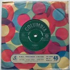Discos de vinilo: CLIFF RICHARD & THE SHADOWS. DYNAMITE/ TRAVELLIN' LIGHT. COLUMBIA UK 1959 SINGLE. Lote 222085193