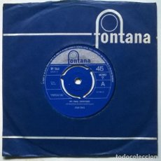 Discos de vinilo: JOAN BAEZ. WE SHALL OVERCOME/ DON'T THINK TWICE IT'S ALL RIGHT. FONTANA, UK 1965 SINGLE. Lote 222086295