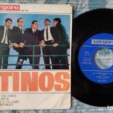 Discos de vinilo: SINGLE LOS CATINOS - CAE LA NIEVE - ¡ÚNICO ENVÍO A FINAL DE MES!. Lote 222226005