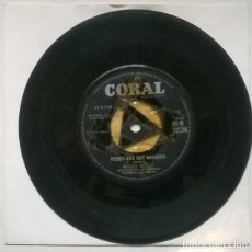 Discos de vinilo: BUDDY HOLLY. PEGGY SUE GOT MARRIED/ CRYING, WAITING, HOPING. CORAL, UK 1959 SINGLE. Lote 222289978