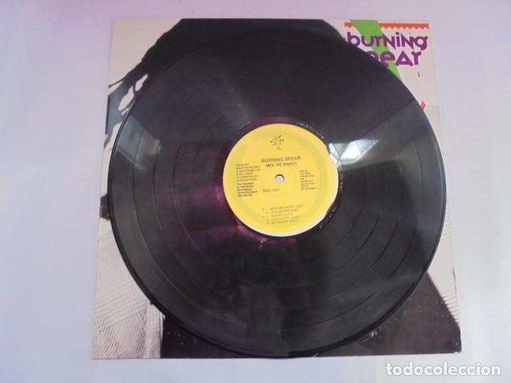 Discos de vinilo: BURNING SPEAR. MEK WE DWEET. LP VINILO. DISCOGRAFIA ISLAND RECORDS MANGO 1980. - Foto 3 - 222548693
