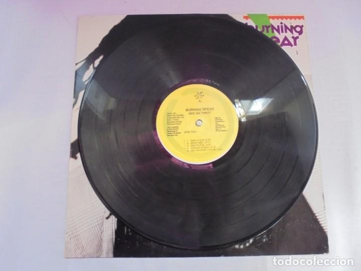 Discos de vinilo: BURNING SPEAR. MEK WE DWEET. LP VINILO. DISCOGRAFIA ISLAND RECORDS MANGO 1980. - Foto 5 - 222548693