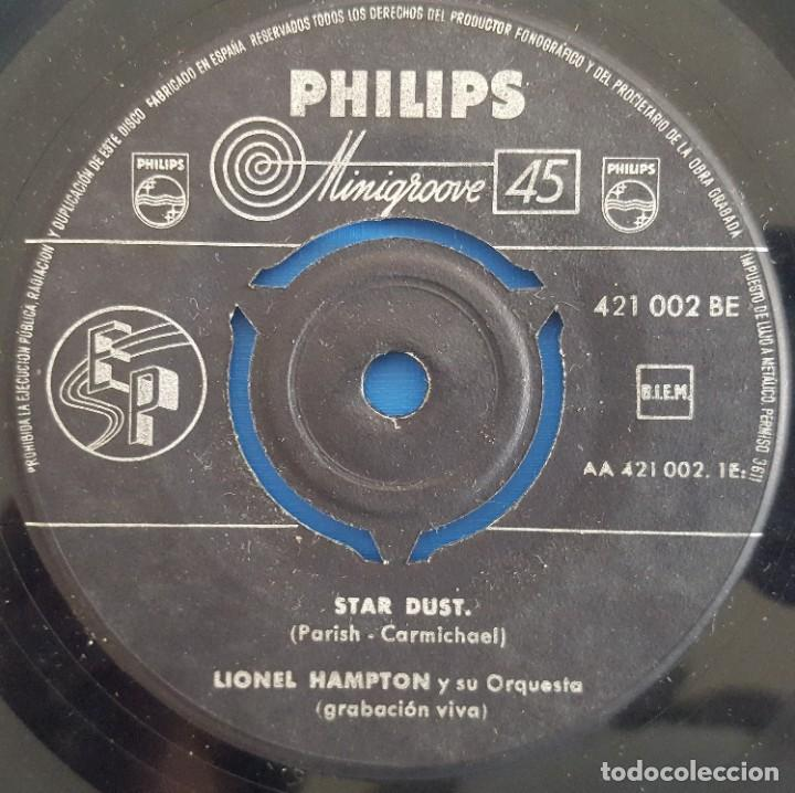 Discos de vinilo: SINGLE / LIONEL HAMPTON Y SU ORQUESTA / STARDUST - HOW HIGH THE MOON / PHILIPS 421 002 BE / - Foto 3 - 222613690