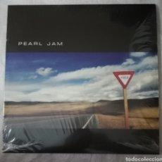 Discos de vinilo: DISCO VINILO PEARL JAM-YIELD.. Lote 222623492