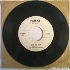 Discos de vinilo: THE DOOLEY SISTERS. KO KO MO/ HEART THROB. TAMPA, USA 1955 SINGLE. Lote 222842705