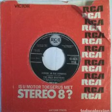 Discos de vinilo: THE AMES BROTHERS. DANCIN IN THE STREETS/ (YES I NEED) ONLY YOUR LOVE. RCA, UK 1959 SINGLE. Lote 222843155