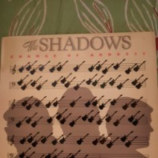 Discos de vinilo: THE SHADOWS. CHANGE OF ADRESS. LP. Lote 222845125
