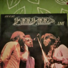 Discos de vinilo: BEE GEES. HERE AT LAST... LIVE.. Lote 222848630