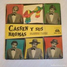Discos de vinilo: CASSEN Y SUS BROMAS - LOS GAMBERROS Y EL PUENTE / RETRASMISIONES A GUITARRA - RARO VINILO AZUL. Lote 222884960
